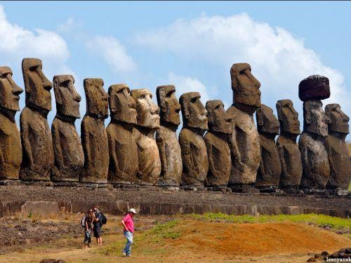 Глобальное потепление уничтожит истуканов острова Пасхи http://www.newc.info/news/21891/  Адам Маркхэм, эксперт ЮНЕСКО, представил на рассмотрение ООН доклад о влиянии глобального потепления на объекты Всемирного наследия.