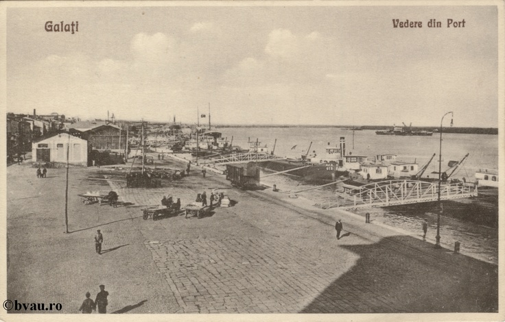 """Vedere din Port, Galati, Romania, anul [192_?].  Imagine din colecţiile Bibliotecii Jedeţene """"V.A. Urechia"""" Galaţi."""