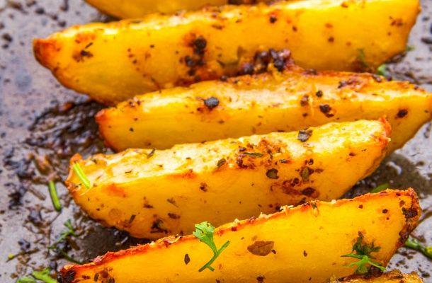 Ropogós montenegrói tepsis krumpli - Egy recept, amely minden eddigit túlszárnyal | femina.hu
