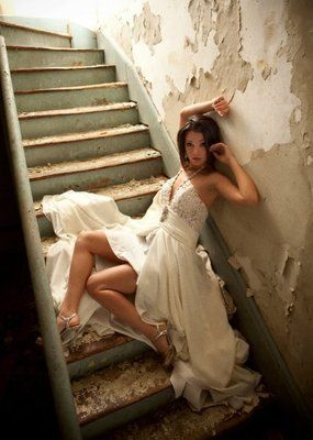 unique senior photos love the dress spread out on the stairs afi