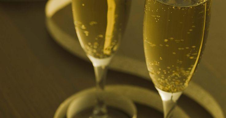 Lista de regalos para un aniversario de bodas de 30 años. Un aniversario de bodas número 30 es una celebración especial para honrar el amor y el compromiso que una pareja ha compartido. Por lo que una ocasión tan especial merece un regalo igualmente especial.