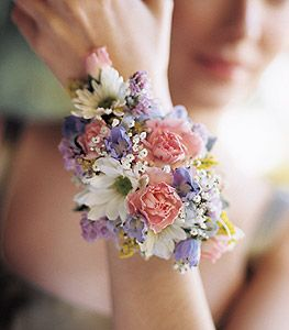 sweetheart roses, daisies, babysbreath wrist corsage