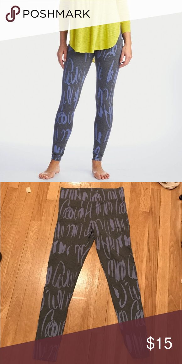 Aerie Hi-Riss Printed Legging Super cute Aerie cursive printed leggings in Excellent condition. Elastic waistband. Perfect for yoga, pilates, and barre classes. 92% Cotton 8% Elastane Machine Washable 33 inches in length, 25 inches inseam aerie Pants Leggings