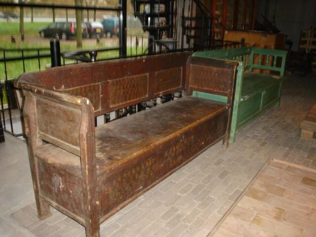 diverse klepbanken    oude bouwmaterialen bij jan van ijken eemnes    www.oudebouwmaterialen.nl