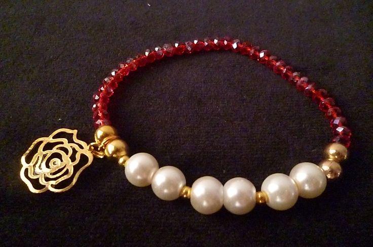 Pulsera cristal facetado 3 x 4 mm color rojo y perlas dije flor $50.