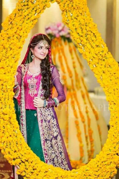 Best 25 pakistani mehndi dress ideas on pinterest for Pakistani wedding mehndi dresses