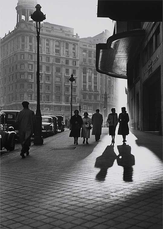 Francesc Català Roca:  Gran Vía, Madrid, 1953