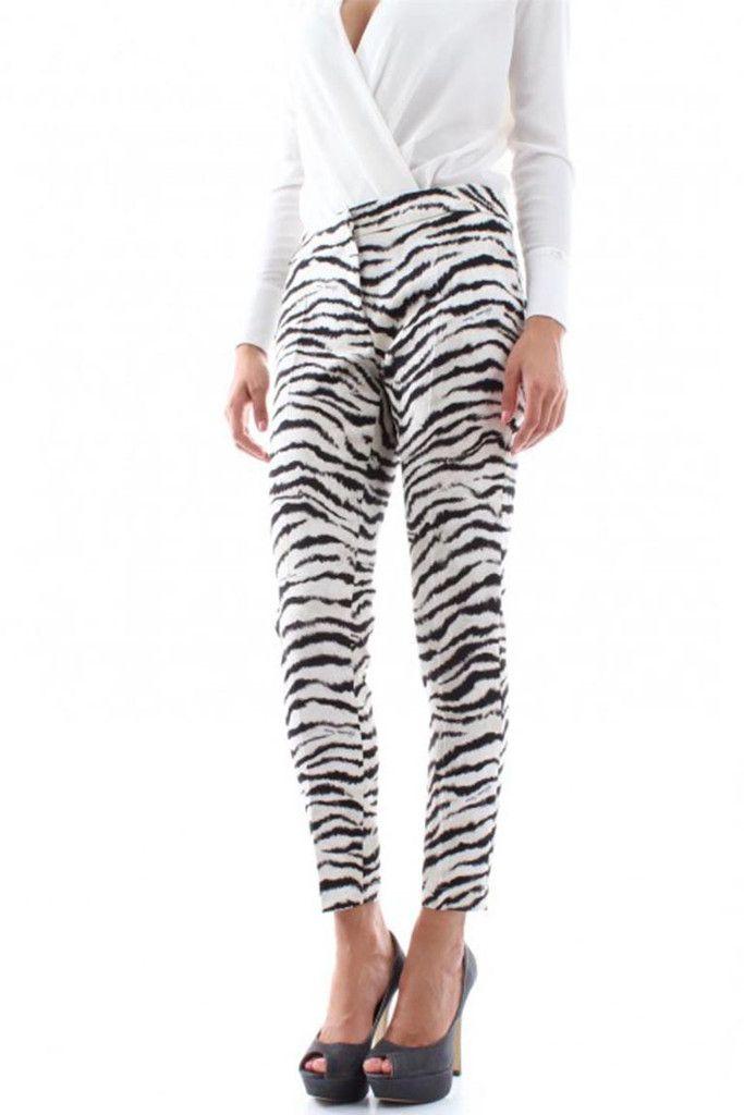 Titolo prodotto: Pantaloni Donna Zebrati Codice: PA8183984 Stilista: Elisabetta Franchi Taglie disponibili: 40, 42, 44 Occasione:Casual , Glamour