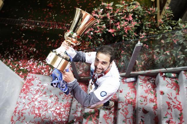 Gonzalo Higuain stringe la Coppa Italia | © Roberto Salomone - Campania su Web