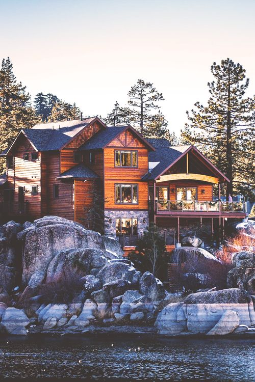 wanderlust:  Cabin at Big Bear Lake, California / now THAT'S a cabin! / Majestic Lodge seems to fit better