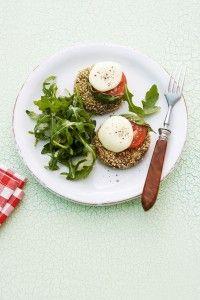 Spinatpuffer mit Tomaten, Mozzarella und Rucola - mit jungem Spinat ein Gedich. Nicht nur für Vegetarier.