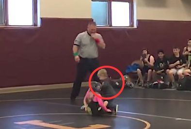 "Toddler Mistakes Sister's Wrestling Match For Real Fight, Runs In To Save Her ""It was so cute. The whole place was cracking up when it happened."" 