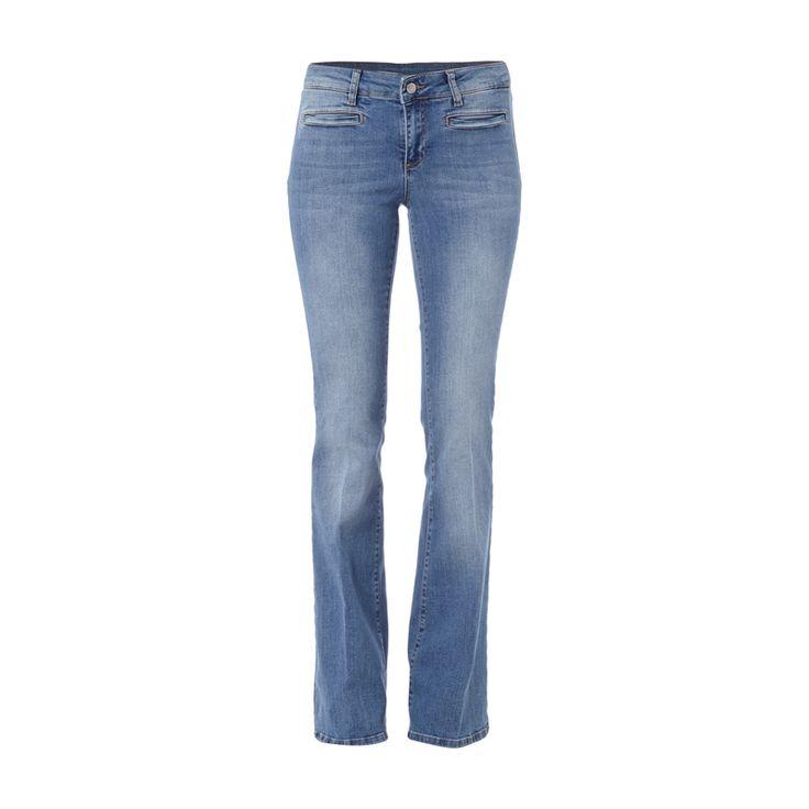Set Stone Washed Flared Cut Jeans für Damen - Damenjeans von Set, Baumwoll-Elasthan-Mix, Modell Montana, Flared Cut, Stone Washed, Knopf- und Reißverschluss, Ziertaschen auf der Vorderseite, Aufgesetzte Gesäßtaschen, Label-Patch, Innenbeinlänge bei Größe 36: 87,5 cm , Bundweite bei Größe 36: 76 cm