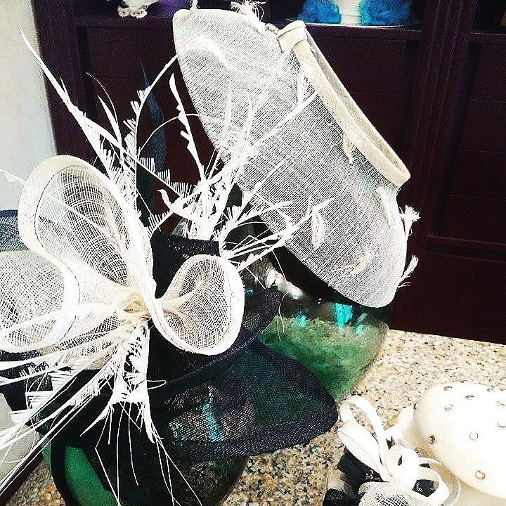 Ultime creazioni in bianco e nero  #hatsummer #hat #hats #bride #weddind #modisteria #acconciatura #accessories #accessorieslovers #instaitalia #moda #fashion #womenfashion #hat #instaitaly #igers #igtoscana #igerstoscana #igerslivorno