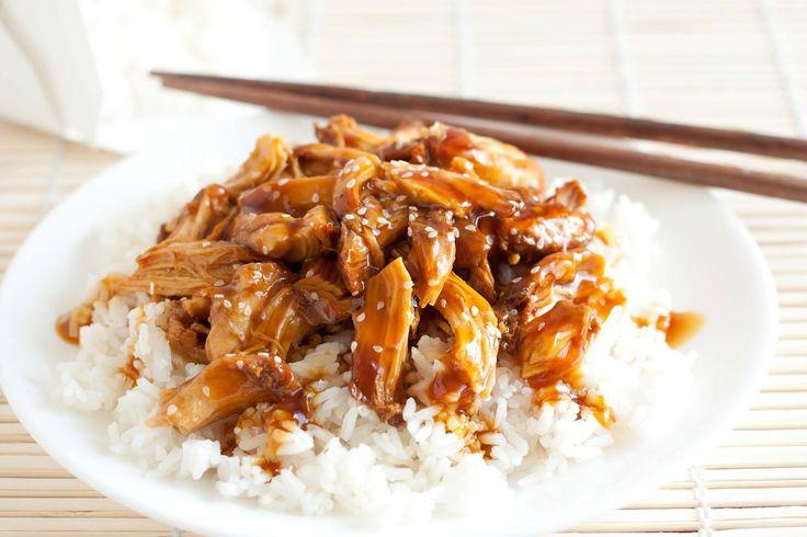 Un piatto a dir poco sorprendente della cucina orientale: straccetti di #pollo cucinati a fuoco lento nella #salsa di #soia, aceto di #mele, zucchero di canna, marmellata d'arance, #zenzero, aglio, sale e pepe. Guarnire con semi di sesamo e servire rigorosamente su un letto di riso bianco a chicco lungo! ##kikkoman #recipe #ginger