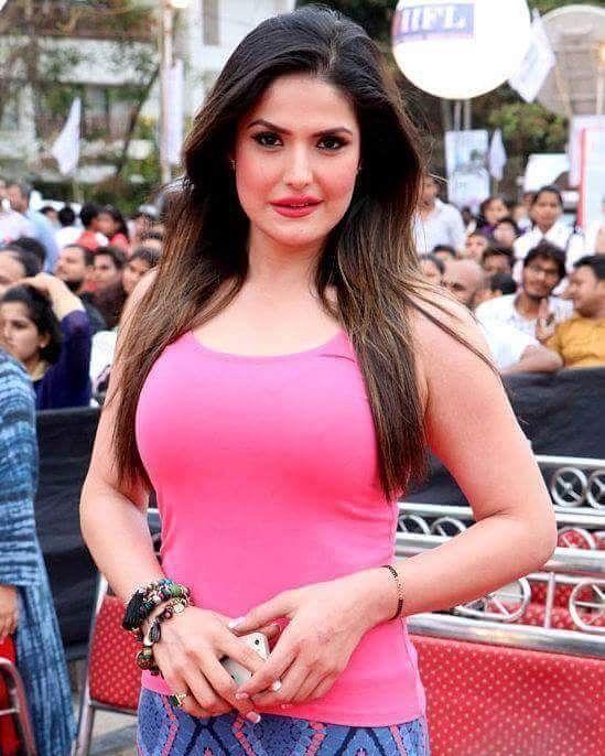 Damn Hot #ZareenKhan   #celebrity #bollywood #bollywoodactress #bollywoodactor #actor #actress #photooftheday #picoftheday #instapic #instadaily #filmywave