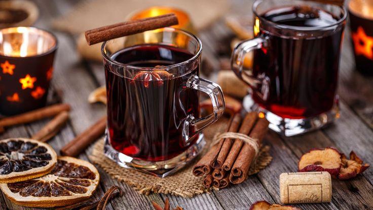 V létě přijde vhod míchaný koktejl, v zimě se chodí na svařené víno. A někdy možná i dost často – chladno je prakticky pořád a hrnek nebo kelímek s horkým nápojem tak krásně prohřeje zkřehlé ruce!