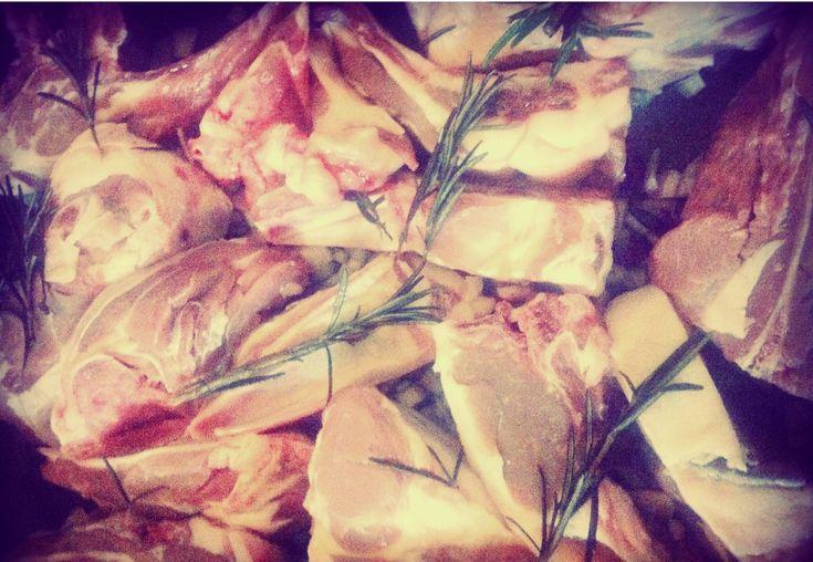 Agnello al forno con le patate novelle, buono da Pasqua a Natale