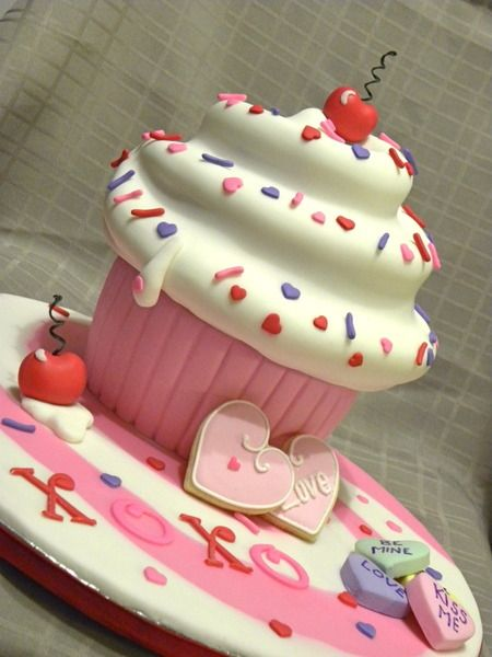 http://www.cakewrecks.com/home/2012/2/12/sunday-sweets-be-my-valentine.html