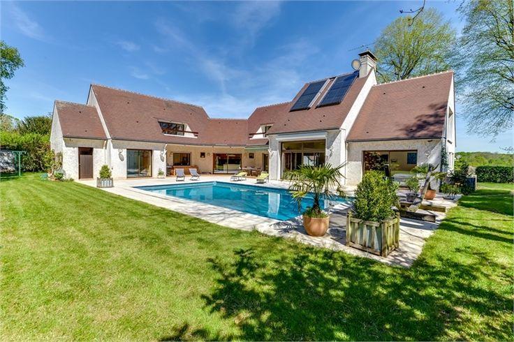 Superbe villa d'architecte à vendre chez Capifrance à Guignes.    Localisation idéale pour vie de famille  : 425 m², 13 pièces, 5 chambres.    Plus d'infos > Vincent Gelly, conseiller immobilier Capifrance.