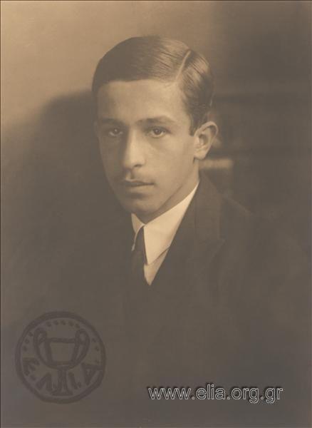 Από την Δώρα Στρουμπούκη για το «Έγκλημα και Τιμωρία» Πρωτοφανής στα εγκληματολογικά χρονικά της Ελλάδας, υπήρξε η ομηρία του νεαρού βουλευτή –και μετέπειτα προσωπικού φίλου του Κωνσταντίνου Καραμανλή– Λάμπρου Ευταξία, από κρατούμενο των φυλακών Συγγρού. Στις 18 Απριλίου του 1936, λίγους μήνες πριν