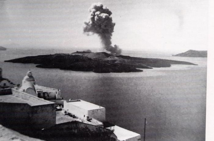 The volcano of Santorini. #Past #Santorini #Greece
