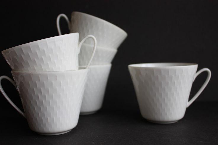 """FINN – PP """"Snowtop"""". Porsgrund Porselen """"Snowtop"""" Design Eystein Sandnes Tekopp u. underskål 6 stk 75kr pr stk"""