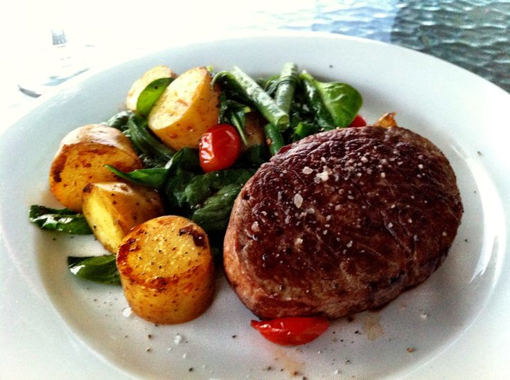 today was a good food day. i promised that i would clean the cupboards out if i treated myself to a nice eye fillet for dinner. served it medium with a salad of green beans, kipfler potatoes, roasted cherry tomatoes and baby spinach tossed in salted butter with fresh cracked pepper (and shiraz, always shiraz). i have a very happy tummy, the sun has set and the cupboards are yet to be cleaned, oops