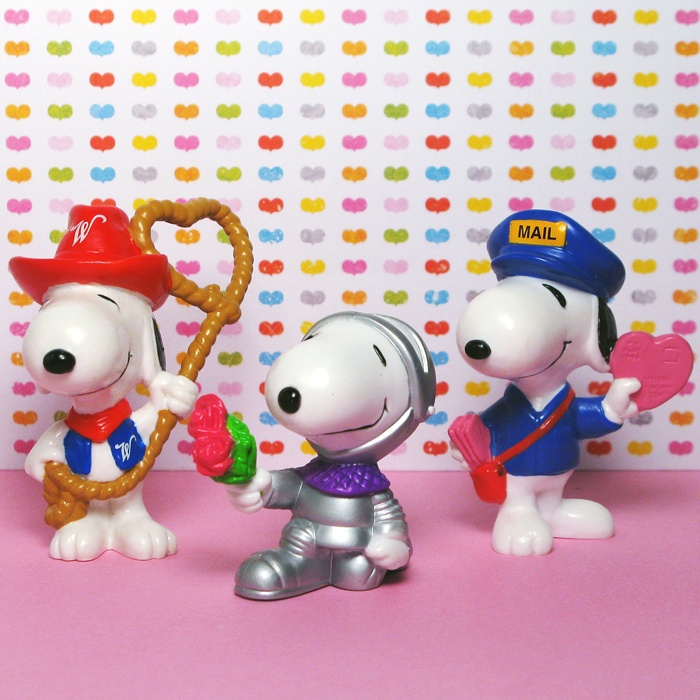 For Sale – Snoopy & Woodstock Valentine's Day Figurines – Lovable, adorable Snoopy and Woodstock are here to pull at your sweet babboo's heart strings! New Whitman's figurines are available in the shop at CollectPeanuts.com.