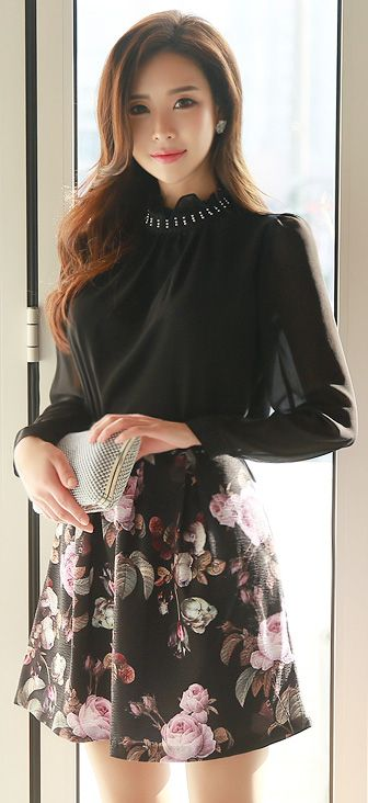 StyleOnme_Rose Print Mini Flared Skirt #rose #floral #romantic #miniskirt #koreanfashion #elegant #dailylook #seoul #kstyle