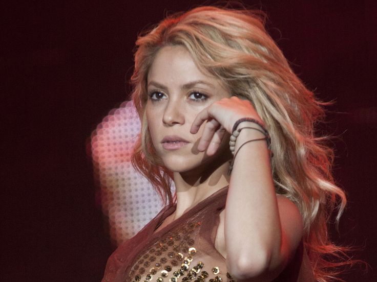 """Sängerin Shakira hat es offenbar schlimmer erwischt als gedacht. Aus gesundheitlichen Gründen sagt sie nun weitere Konzerte ab. Das Auftaktkonzert ihrer """"El Dorado World Tour"""" in Köln (8.11.) musste Shakria (30, """"Waka Waka"""") bereits absagen. Doch offenbar reichte das noch..."""