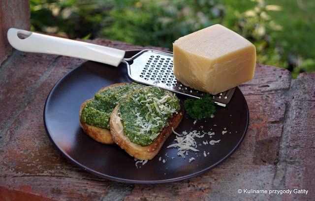 Pesto z zielonej pietruszki i orzeszków