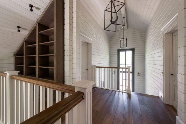 Интерьеры гостиной в частном деревянном доме за городом - красивые фото