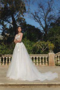 Ricca Sposa ci accompagna nella moda bridal del 2018 con la nuova collezione Hola, Barcelona!: un parterre scelto di abiti da sposa che evocano e sottolineano i trend stilistici del prossimo anno, in un compendio di emozione ed esperienza sartoriale.