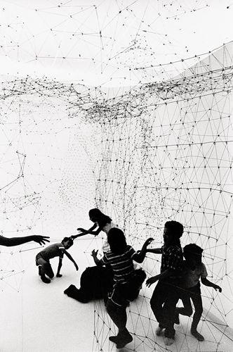 """Gego. """"Reticulárea"""", 1969, instalación en la Galería de Arte Nacional, Caracas, 1980-1981"""