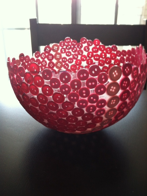 Button Bowl!    1. Glue buttons to baloon  2. Cover with Hard Coat Mod Podge and let dry overnight.  3. Pop baloon