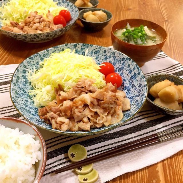 今日の晩ご飯✩⃛ 一番下の娘のリクエスト、 豚バラを素炒めして、酢と醤油をかけて食べるおかずw ウチの人気メニューです( ´罒`*)✧ 【サブメニュー】 *里芋の煮っころがし *豆腐と大根とワカメの味噌汁 - 22件のもぐもぐ - 豚バラ素炒め、酢醤油がけ。 by harunameiHrc