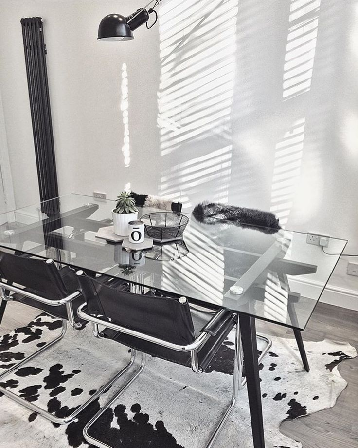 @styleconomy's stunning monochrome kitchen with glass 6 seater dining table