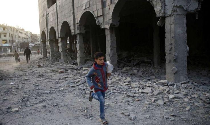 [Protagon]: Τουλάχιστον 19 άμαχοι νεκροί σε βομβαρδισμούς των δυνάμεων Ασαντ στη Συρία | http://www.multi-news.gr/protagon-toulachiston-19-amachi-nekri-vomvardismous-ton-dinameon-asant-sti-siria/?utm_source=PN&utm_medium=multi-news.gr&utm_campaign=Socializr-multi-news
