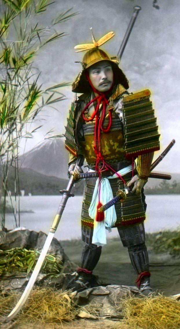 Samurai holding a naginata, Nobukuni Enami 江南 信國 (1859-1929)