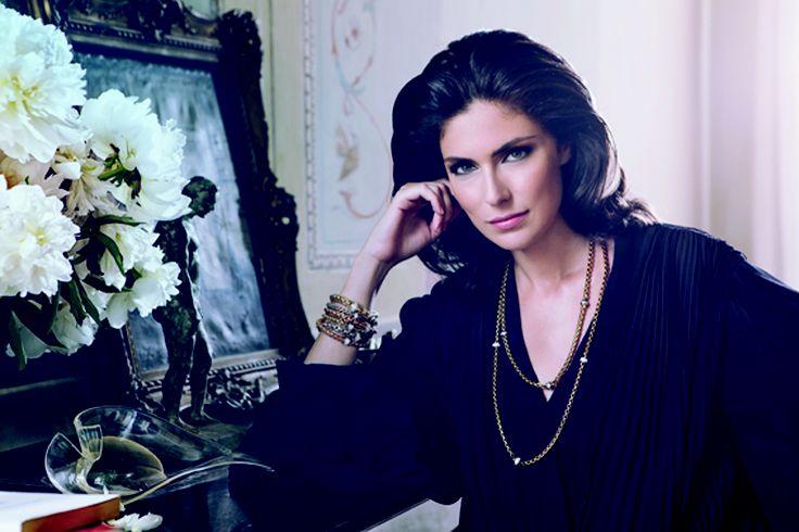 Anna Valle wears Flex'it Eka collection. | Anna Valle wears Fope | Pinterest | Anna