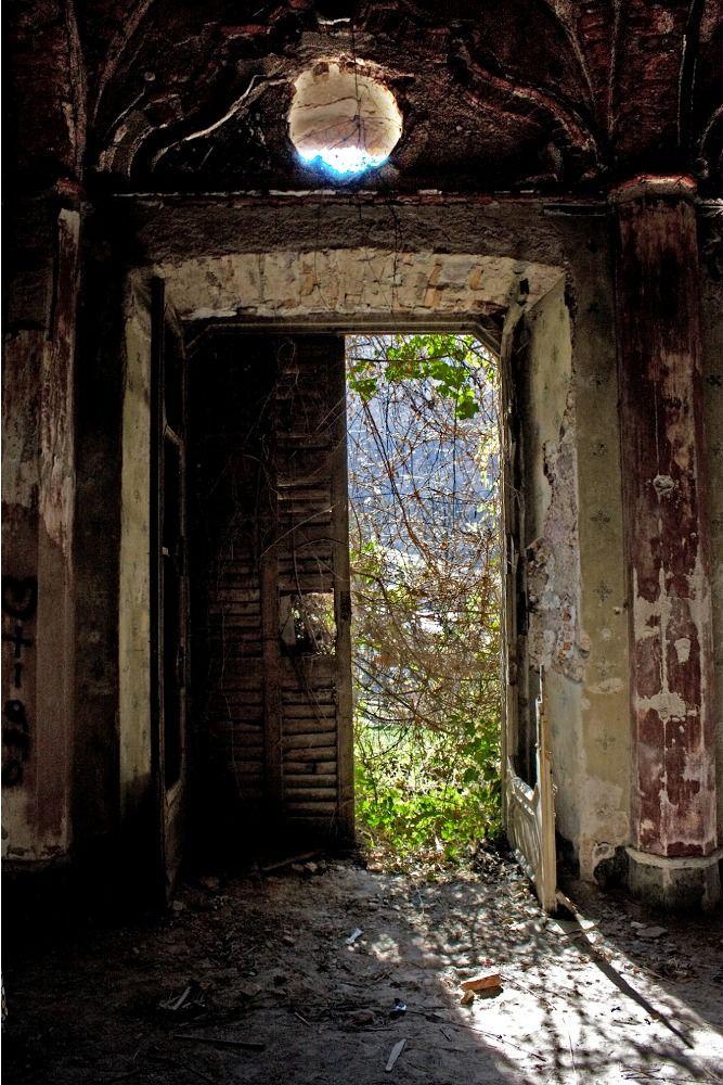 «Особняк с привидениями»: заброшенная вилла с темным прошлым (Италия)