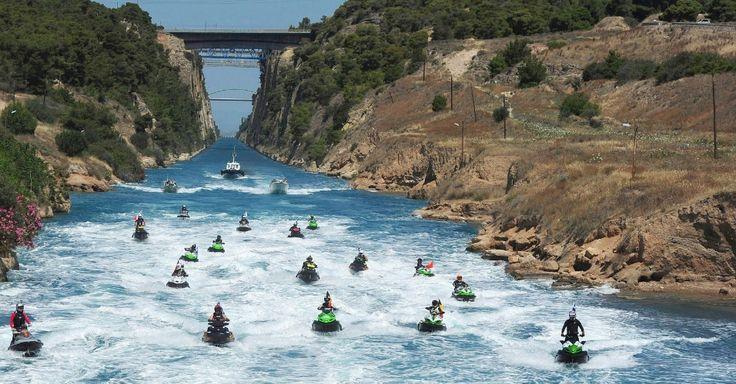 Canal de Corinto, na Grécia, recebe competição de motos de água nesta terça-feira (5), com pilotos de 15 países