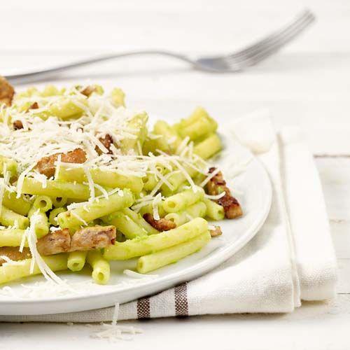 Macaroni met broccoli-kaassaus en gevogeltereepjes (baby eet mee)
