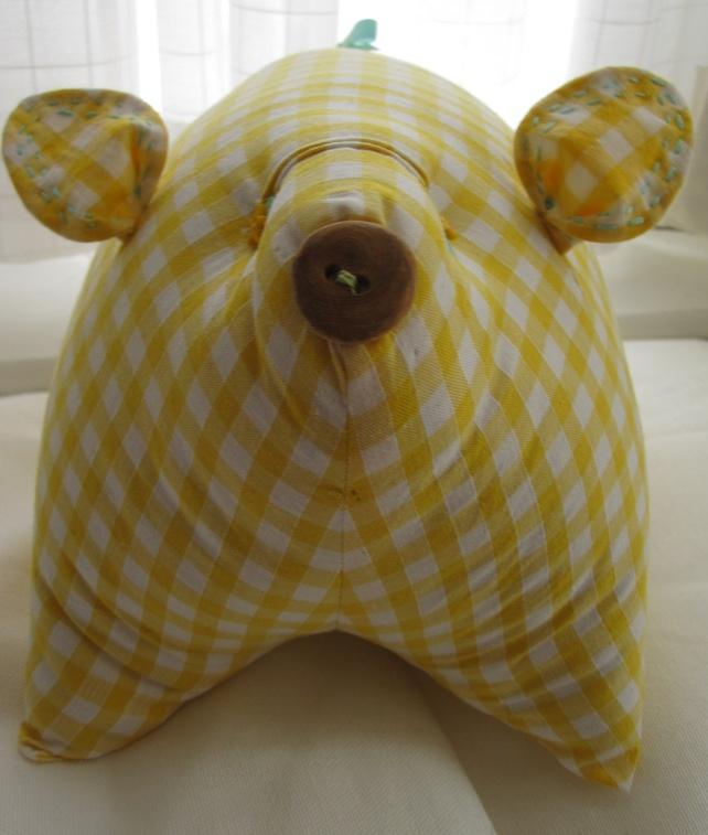 BUTTERCUP PIGGIE: http://beashive.co.uk/buttercup/