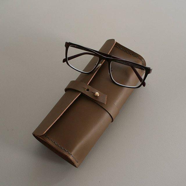 Leather eyeglasses case - pencil case #leathercase #leathergoods #accessories #eyeglasses #handsewn #handmade #shemakesbags
