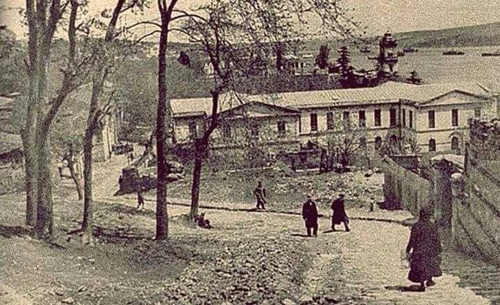 İstanbul'daki İnönü Stadı olmadan önce yerindeki tiyatro binası.