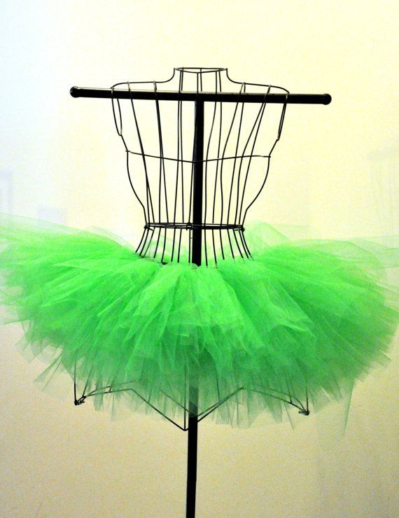 This full and poofy tutu is made of kelly green tulle. Perfect for Halloween and St. Pattys Day parades and parties.    Adult Size Chart: