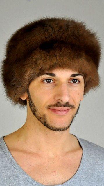 Pregiato cappello in pelliccia unisex, classico cappello in autentico zibellino.  www.amifur.it