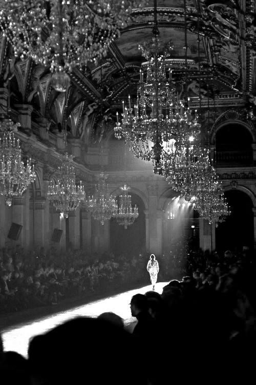 Runway  ♥ I would love to be that person that eveyone looks at in a room. ♥